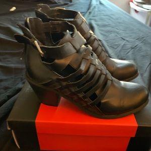 Women's guess shoes 6.5
